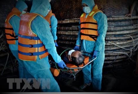 Lực lượng kiểm ngư kịp thời hỗ trợ ngư dân gặp nạn trên biển