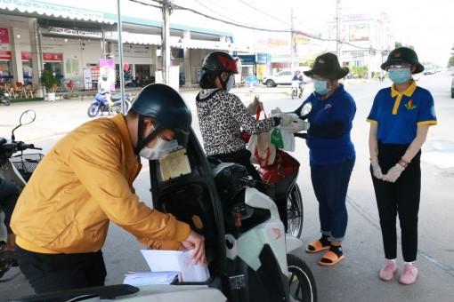 Tình nguyện, góp sức đảm bảo an toàn giao thông