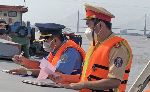 Tăng cường bảo đảm trật tự an toàn giao thông các tuyến đường thủy trong mùa mưa, bão
