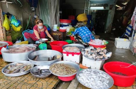 Nguồn cung dồi dào, giá nhiều loại cá và thịt giảm