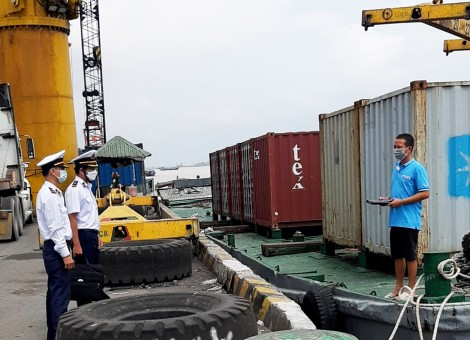 Thường xuyên phối hợp kiểm tra, đảm bảo trật tự an toàn giao thông tại cảng, bến thủy nội địa